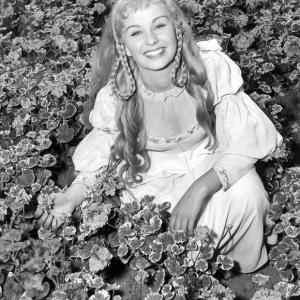 Jean Simmons as Ophelia